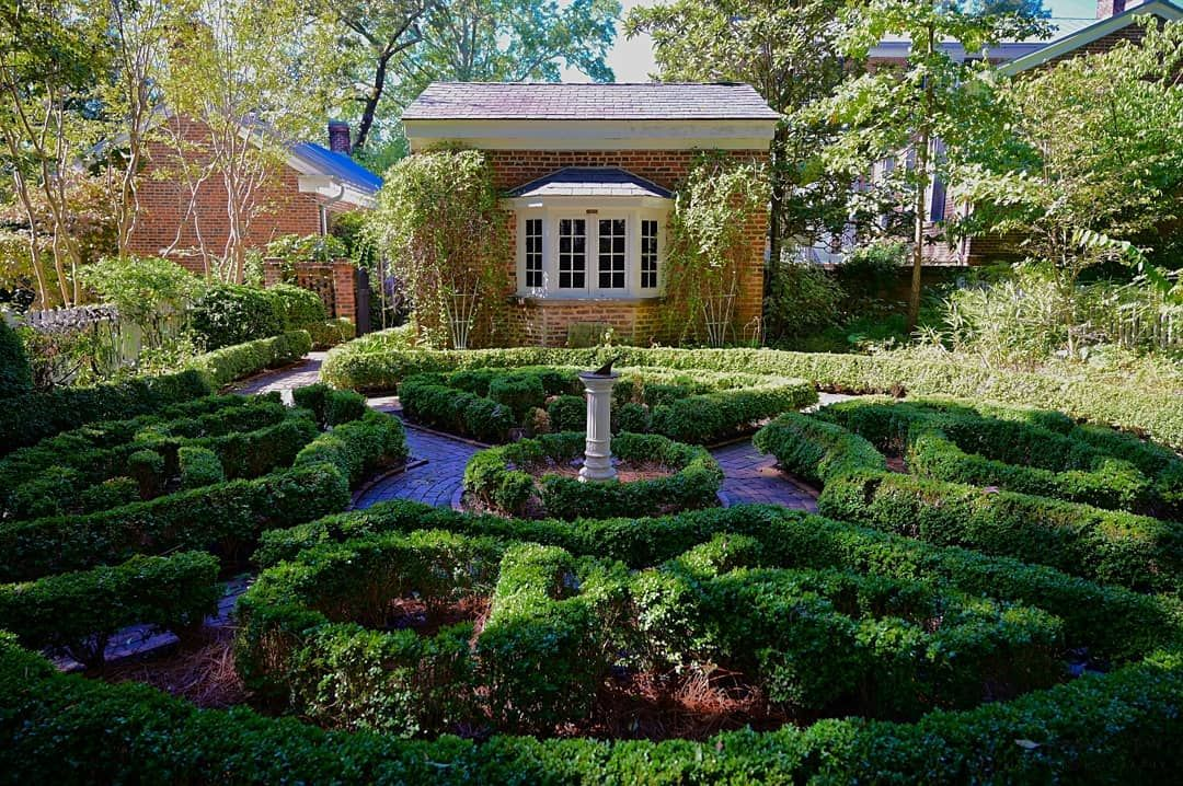 The Founders House. Spent some time at the Founders Garden House at UGA. The Gardens are a tribute to the 12 found… | Garden club, House styles, Nature photography
