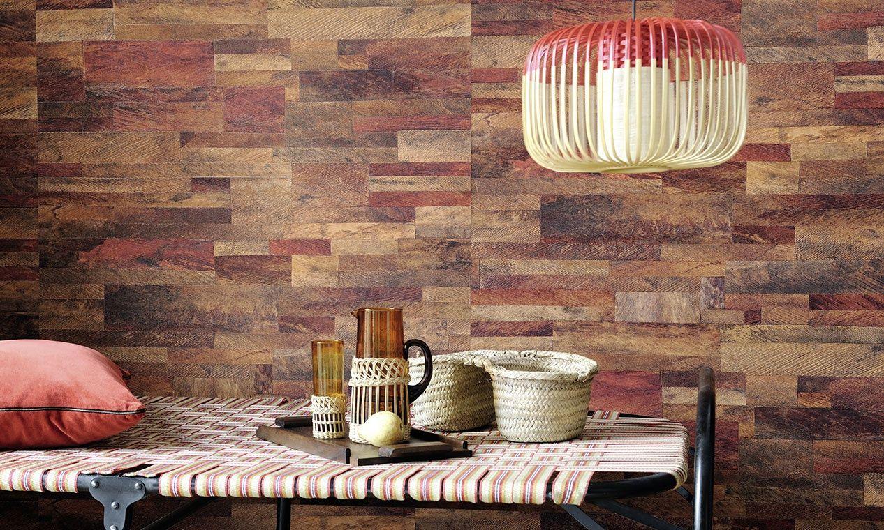 Papier peint vinyle gaufr l 39 aspect patchwork bois de for Elle decor interni