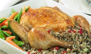 طريقة حشو الدجاج بالخضار والأرز طريقة عمل الدجاج المحشي Food Recipes Chicken