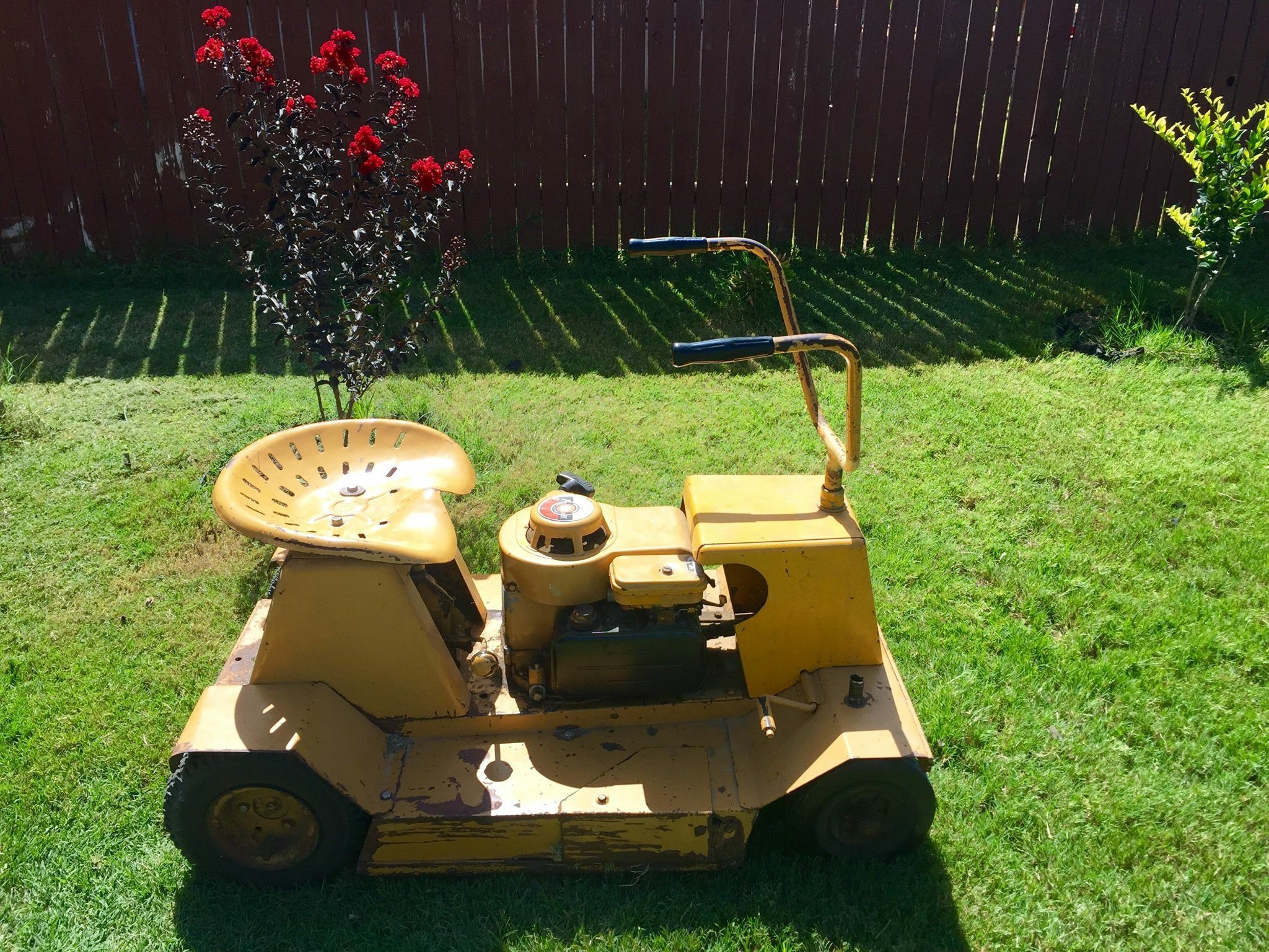 1960 S Kraft 4 Cycle Magnetron Riding Lawnmower By Briggs Stratton Still Runs Great