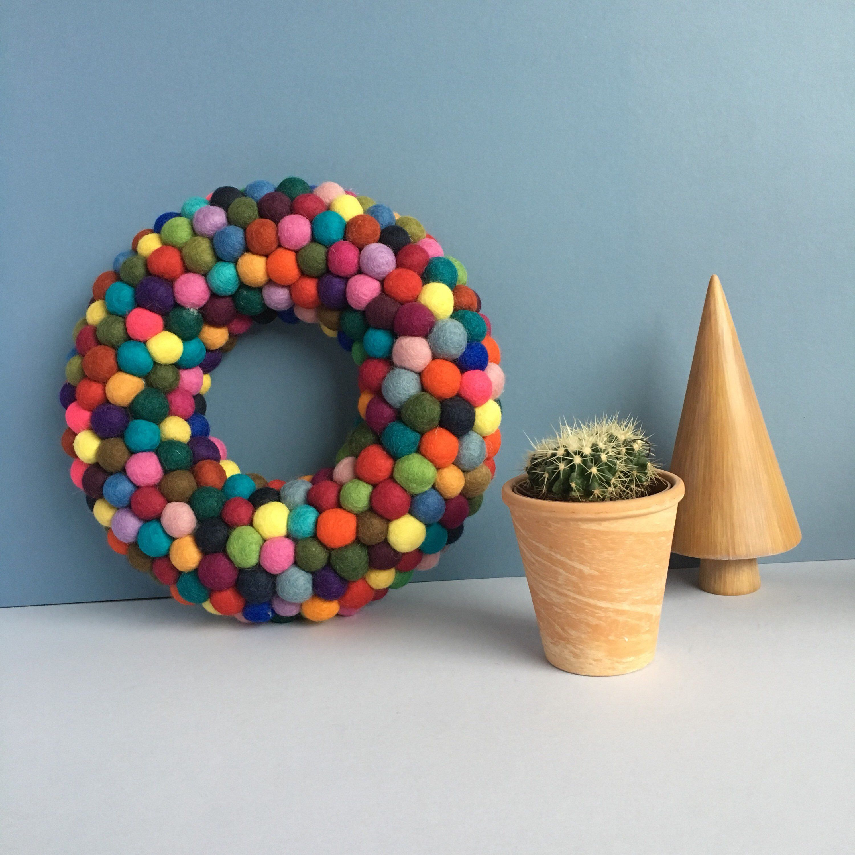 Felt wool ball wreath • Christmas wreath • Front door • Rainbow wreath • Pom pom • Wool ...
