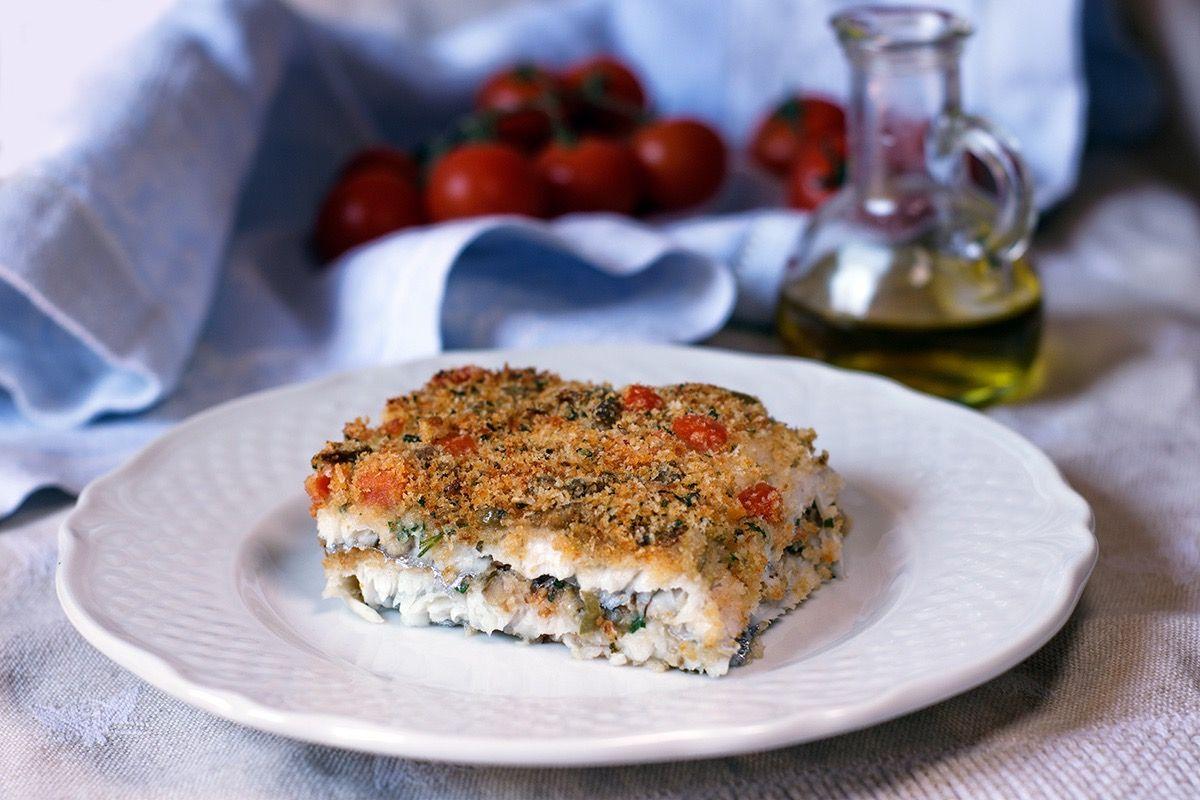 La tortiera di spatola è una di quelle ricette, facili, veloci e leggere, che porta in tavola tutti i migliori sapori mediterranei.