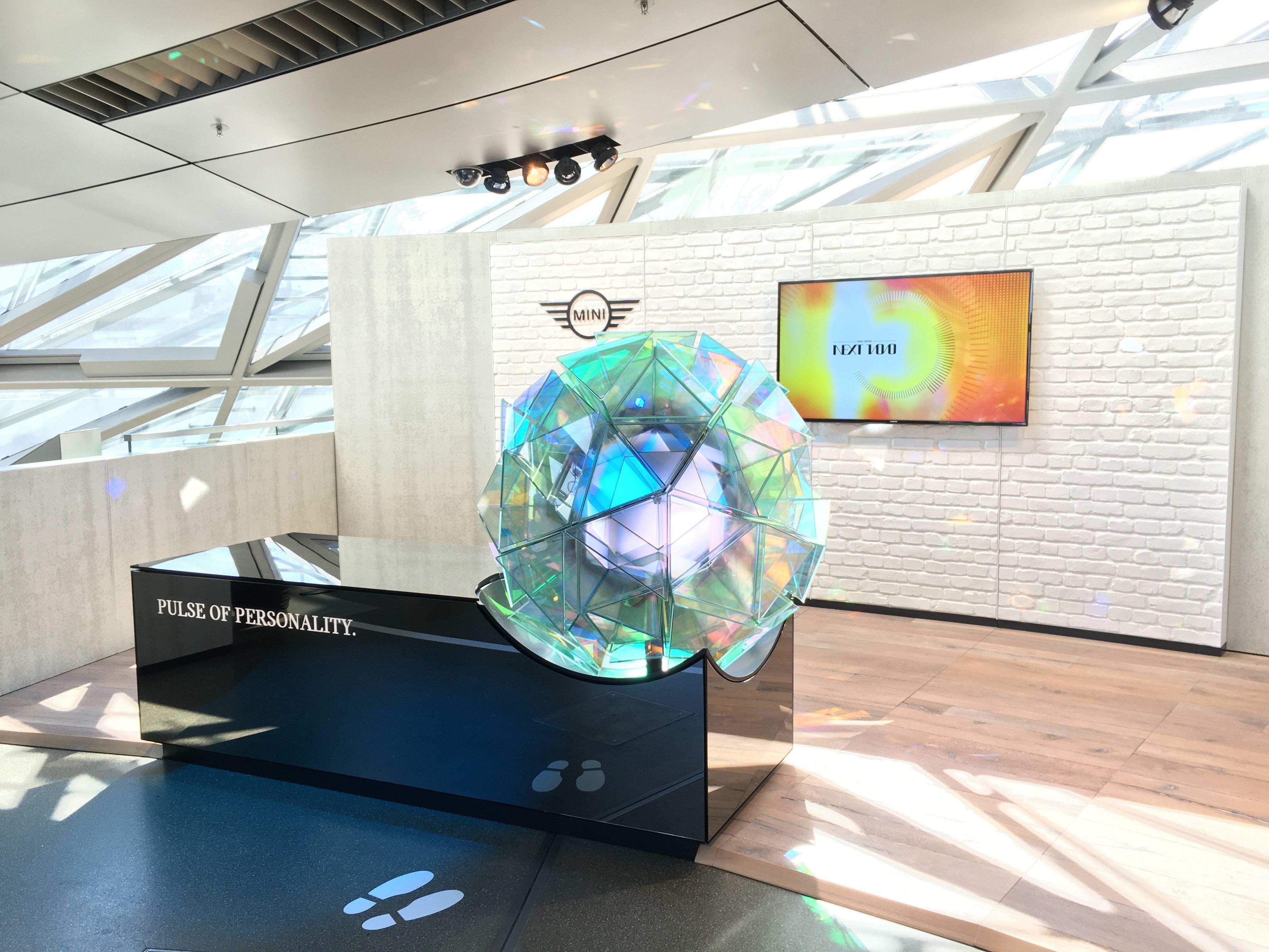 Seit einigen Tagen öffentlich: die Zukunftsausstellung der BMW Group THE NEXT 100 YEARS in der BMW Welt mit den kinetischen Skulpturen von simple. Ab 4. Mai in Peking, im Juli in London, im Oktober in L.A. - demnächst mehr auf simple.de