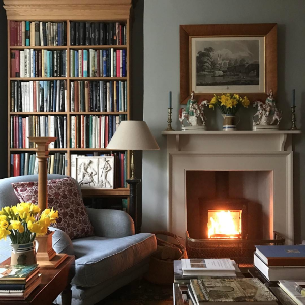 Simple Modern Ideas For Small Living Rooms To Fool The Eyes: Fireplace, Living Room, Den, Cream Mantel, Mantle