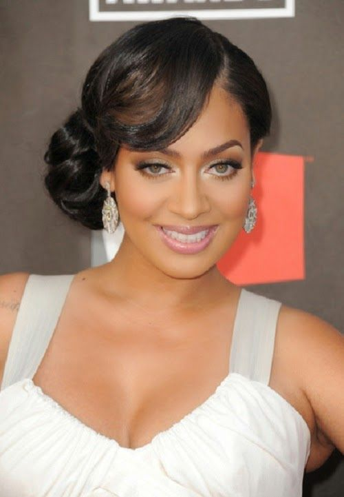 Short Bob Hairstyles With Bangs Are Perfect Prom Hairstyle Idea For African American Girl Who Lo Black Wedding Hairstyles Medium Length Hair Styles Hair Styles