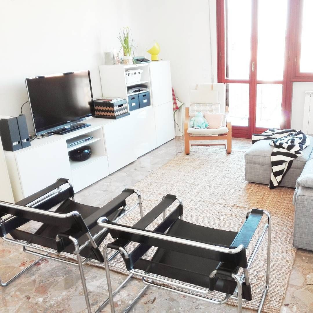 Un soggiorno per mettersi comodi, ognuno a modo suo! Mobile tv Besta ...