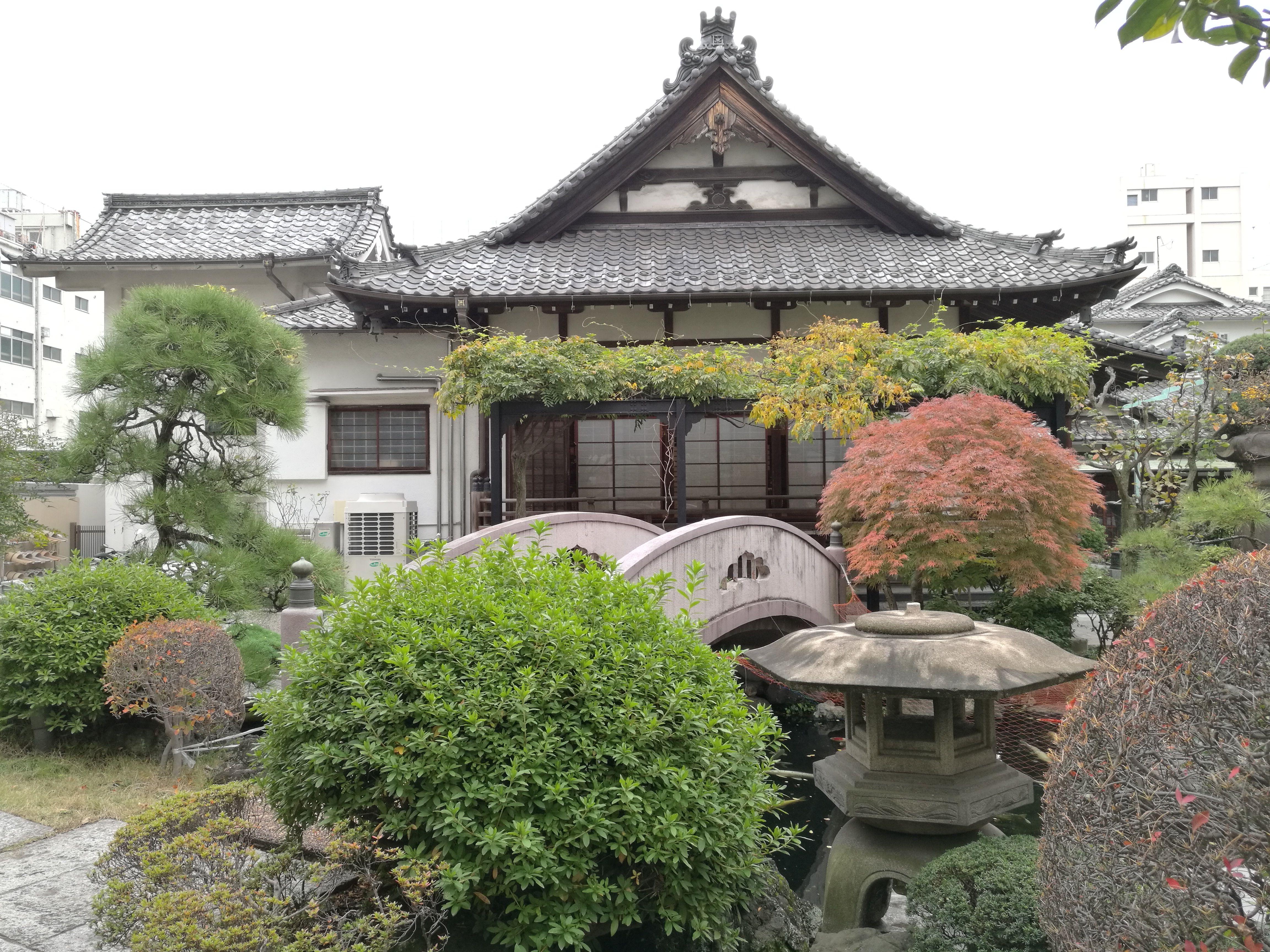 Un templo en una calle cualquiera