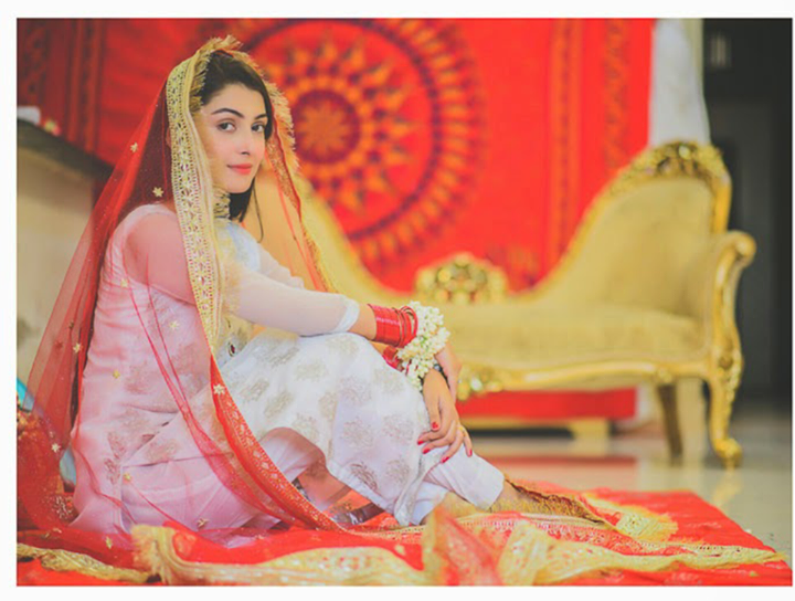 Simple Yet Elegant Wedding Dresses: Ayeza Khan ! Simple Yet Elegant ..