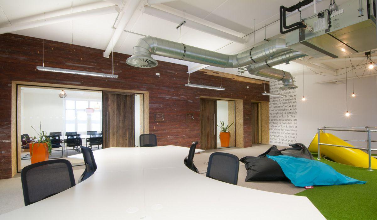 Office Tour Slide Into Peer 1 Hosting S European Headquarters