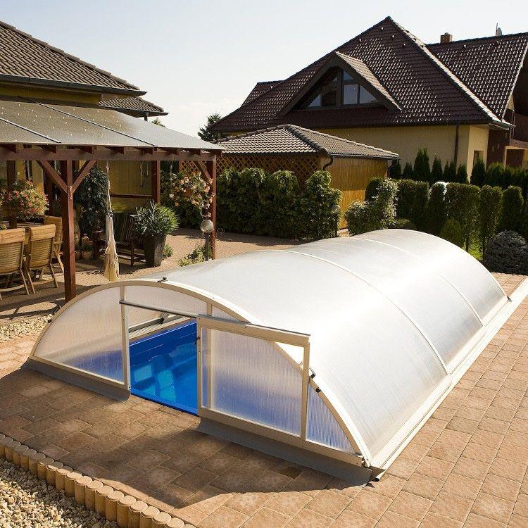 Unsere praktischen Pool-Schiebehallen sorgen für sauberes, warmes