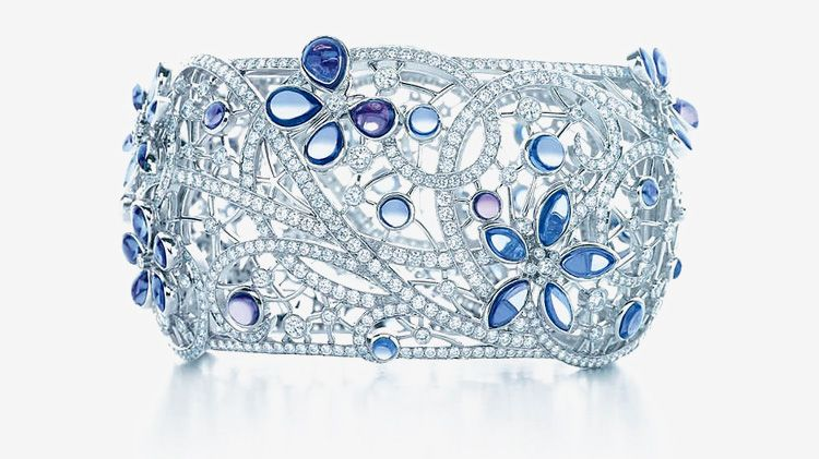 Tiffany's Blue Book Heralds the Arrival of Spring - El icónico libro azul de @Tiffany & Co. anuncia la llegada de la primavera - http://bit.ly/1frSG8V