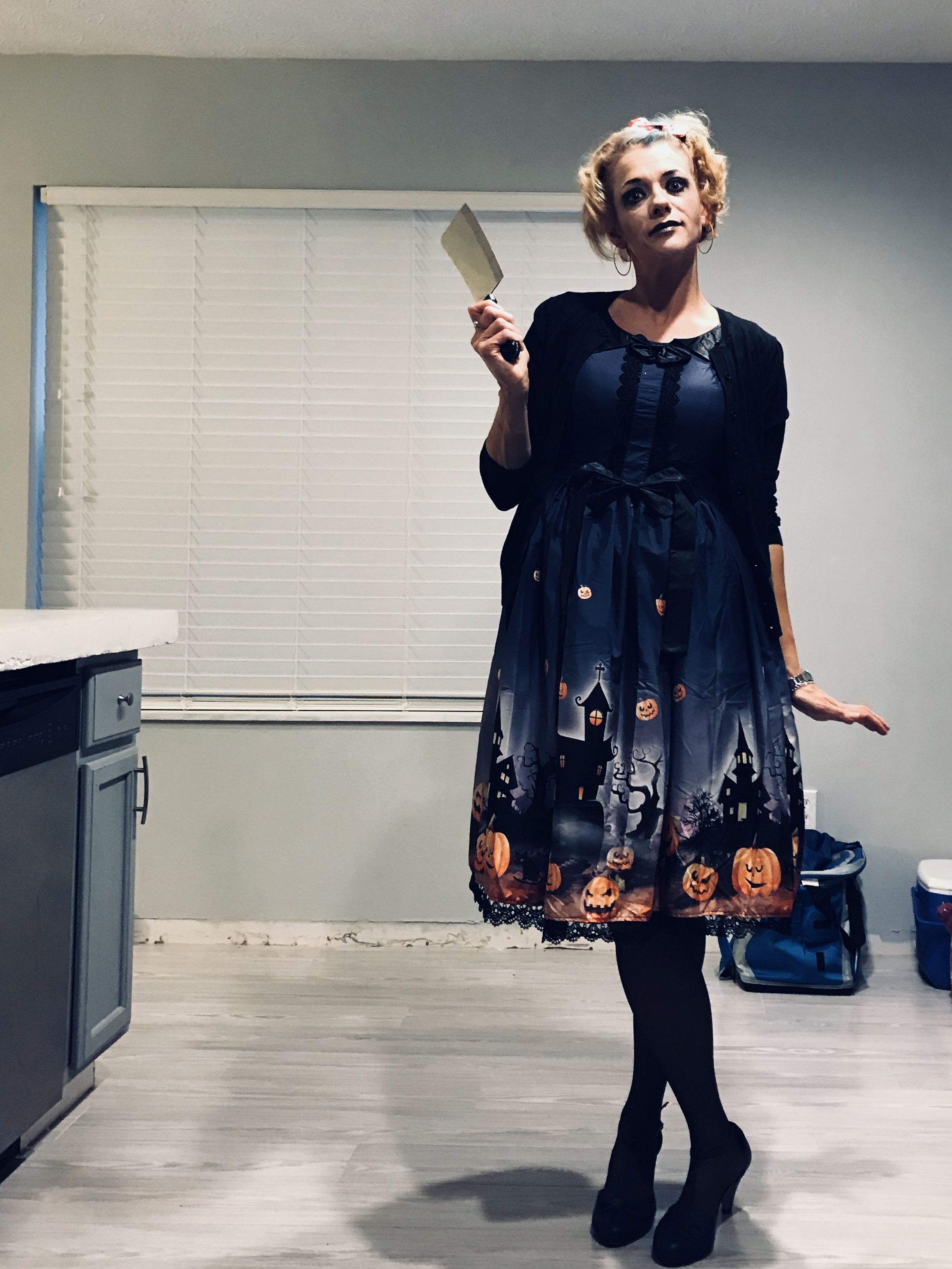 work appropriate halloween costume retro psycho mother 50s woman