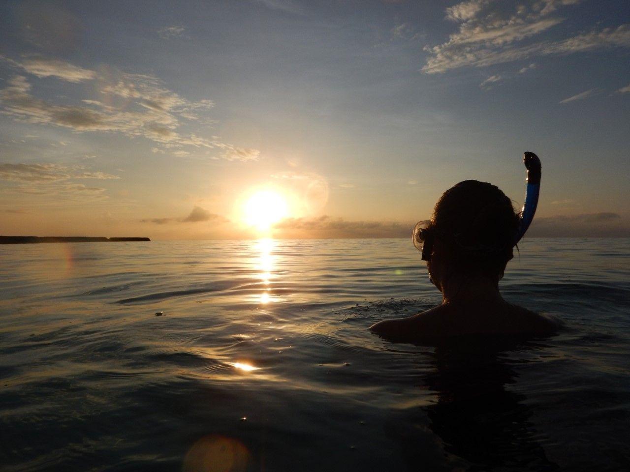 Maldives sunrise snorkle constance moofushi sunrise