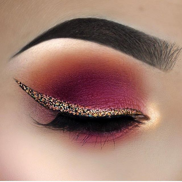 Pink eye shadow gold cut crease