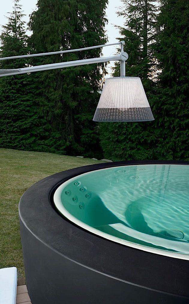 die wenigsten leute haben einen eigenen pool im garten im. Black Bedroom Furniture Sets. Home Design Ideas