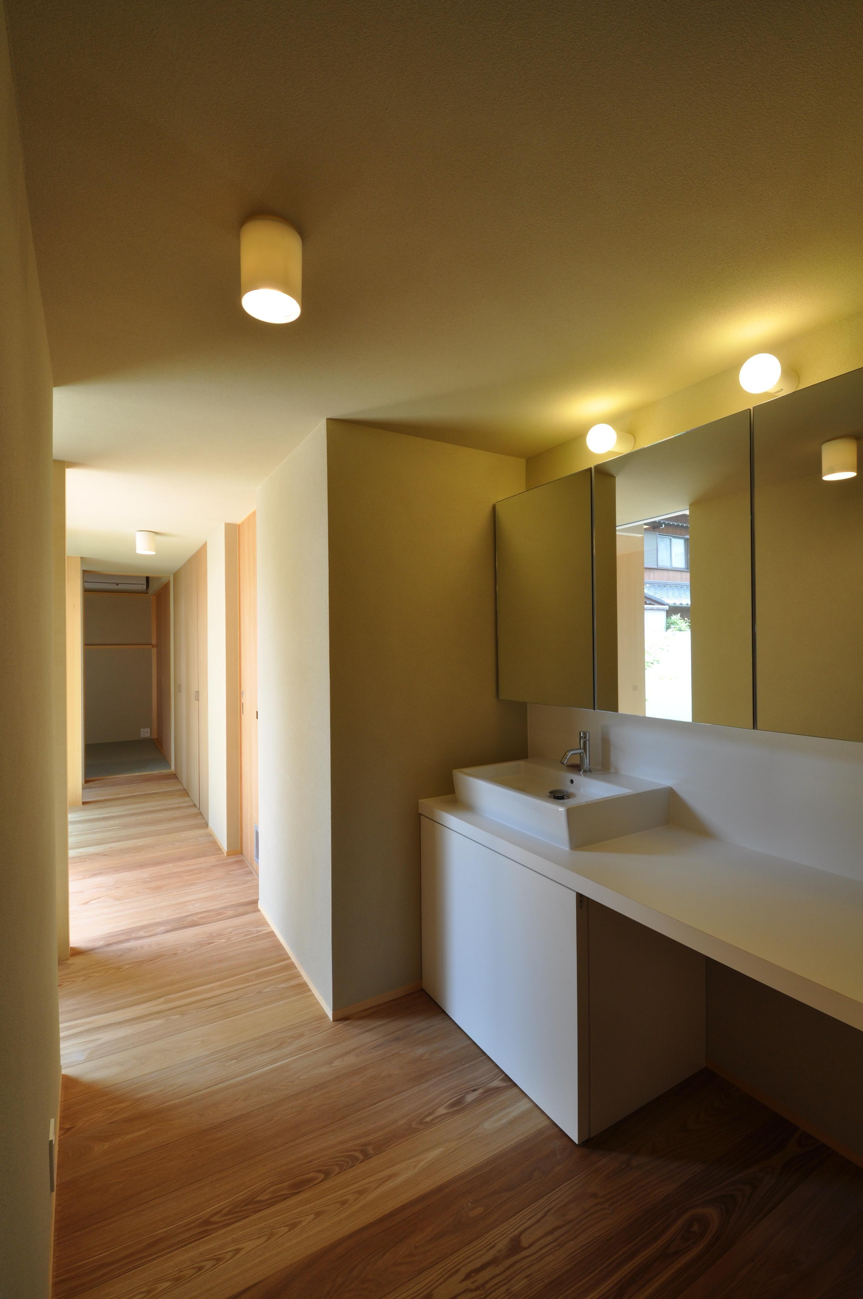 バス トイレ事例 廊下 洗面スペース 那加の家 木の香りに満ちた