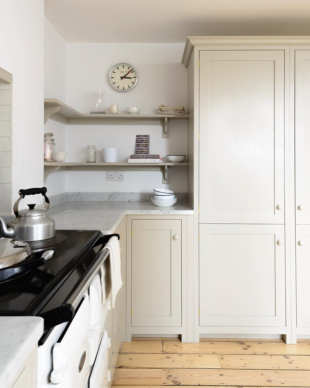 Love the simple elegance of this beautiful Shaker kitchen in sunny ...