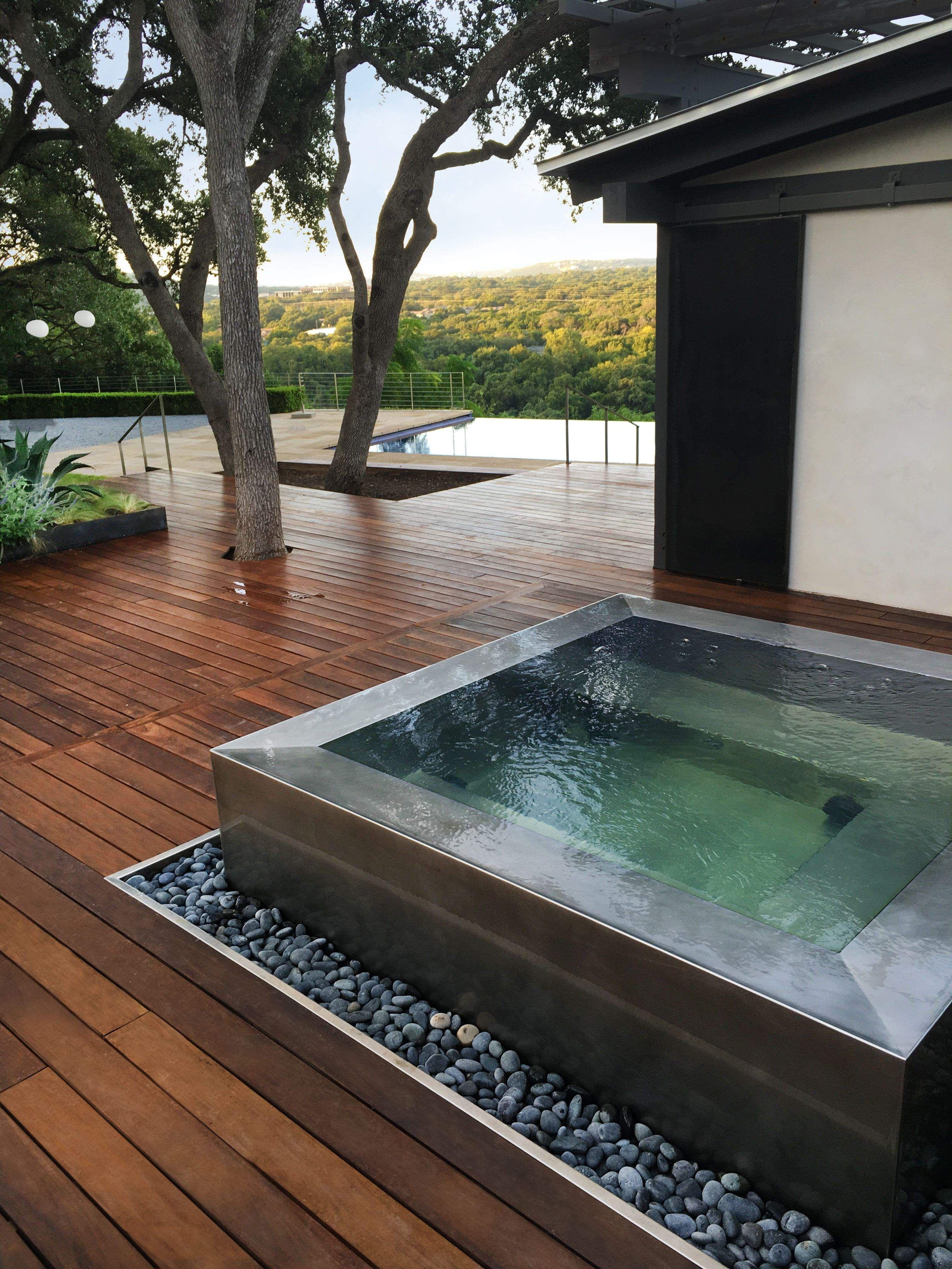 Pin by Raniya Tara on Extérieur in 2020   Hot tub outdoor ...