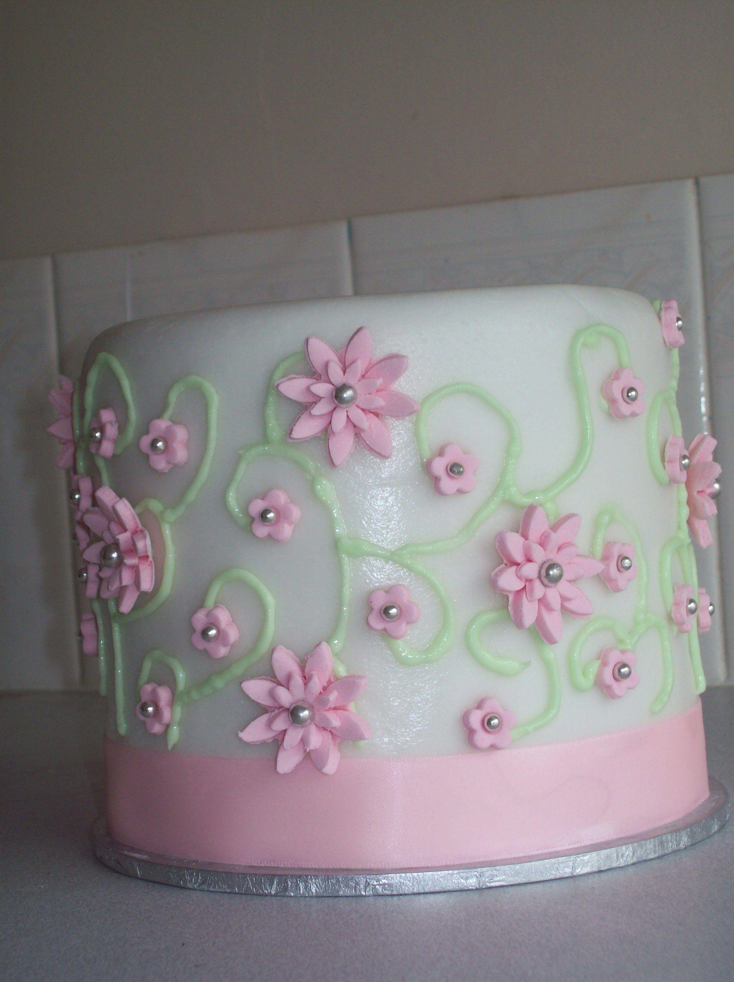 """Cupcake tower top cake """"wedding"""""""