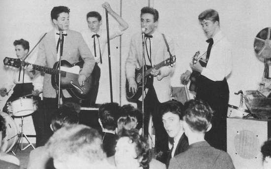 The Quarry Men (L-R) : Colin Hanton, Paul McCartney, Len Garry, John Lennon, Eric Griffiths