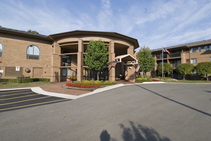 Sanctuary At Bellbrook Rochester Hills Michigan Independent Assisted Memory Care Nursing And Rehab Care Rochester Hills House Styles Bellbrook