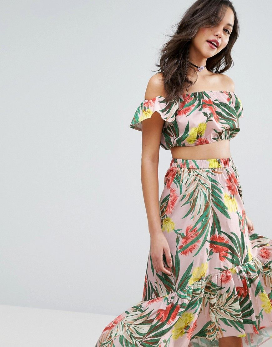 Buy it now. ASOS Off Shoulder Crop Top in Tropical Floral Co-Ord - Multi. Top by ASOS Collection, Pure cotton, Tropical-floral print, Off-shoulder design, Stretch trims, Cropped length, Regular fit - true to size, Machine wash, 100% Cotton, Our model wears a UK 8/EU 36/US 4 and is 178cm/5'10 tall. ABOUT ASOS COLLECTION Score a wardrobe win no matter the dress code with our ASOS Collection own-label collection. From polished prom to the after party, our London-based design team scour the…