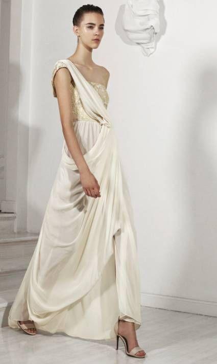 vestido de novia largo con estilo griego y detalle metálico en la