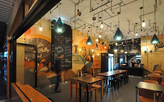 une d co murale industrielle et color e d co caf et restaurant pinterest sandwicherie. Black Bedroom Furniture Sets. Home Design Ideas