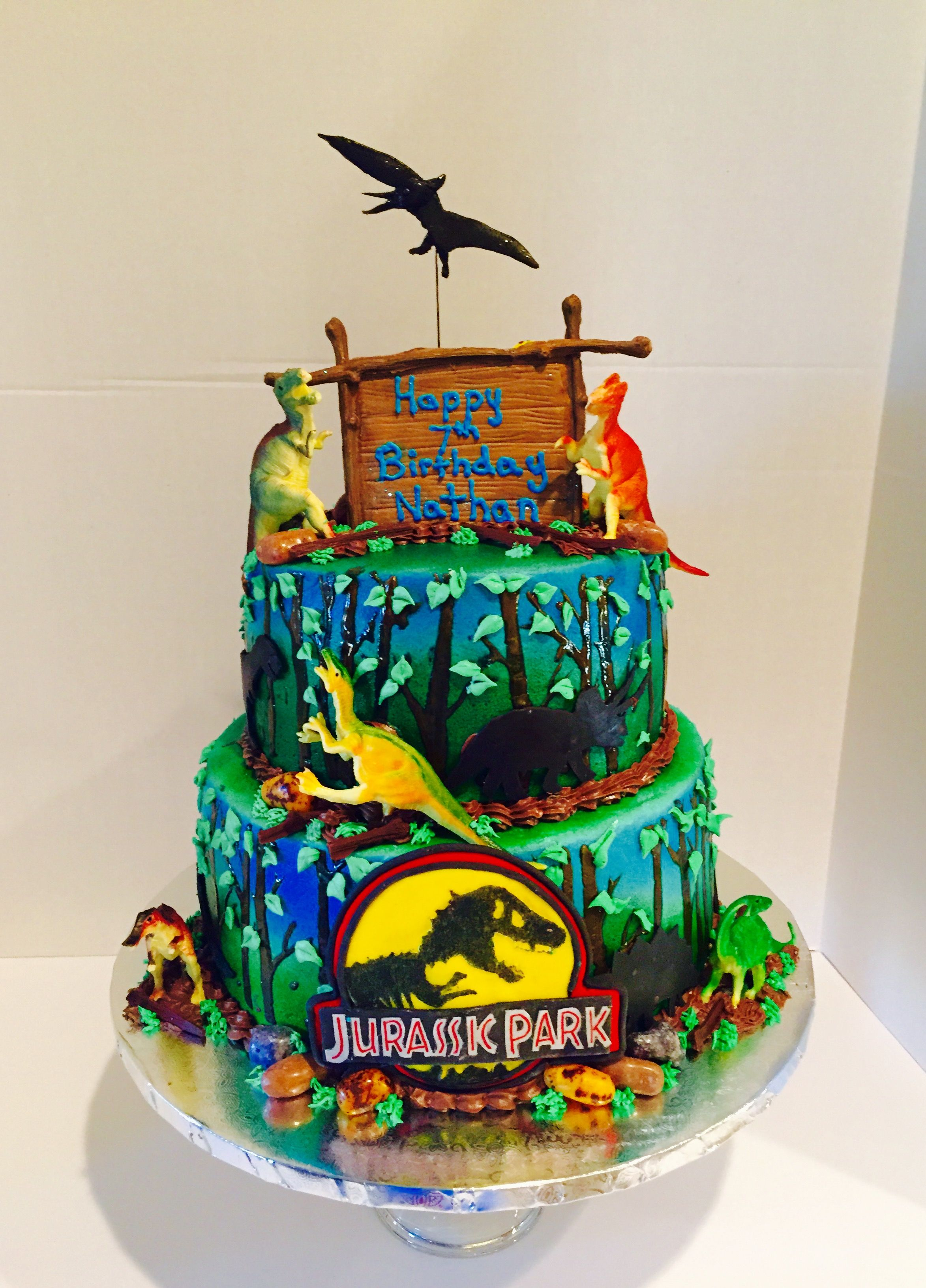 jurassic park cake jurassic park two tier cake all edible including the logo 5286
