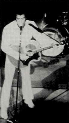 Elvis on stage at the Hilton in august 26 1969.