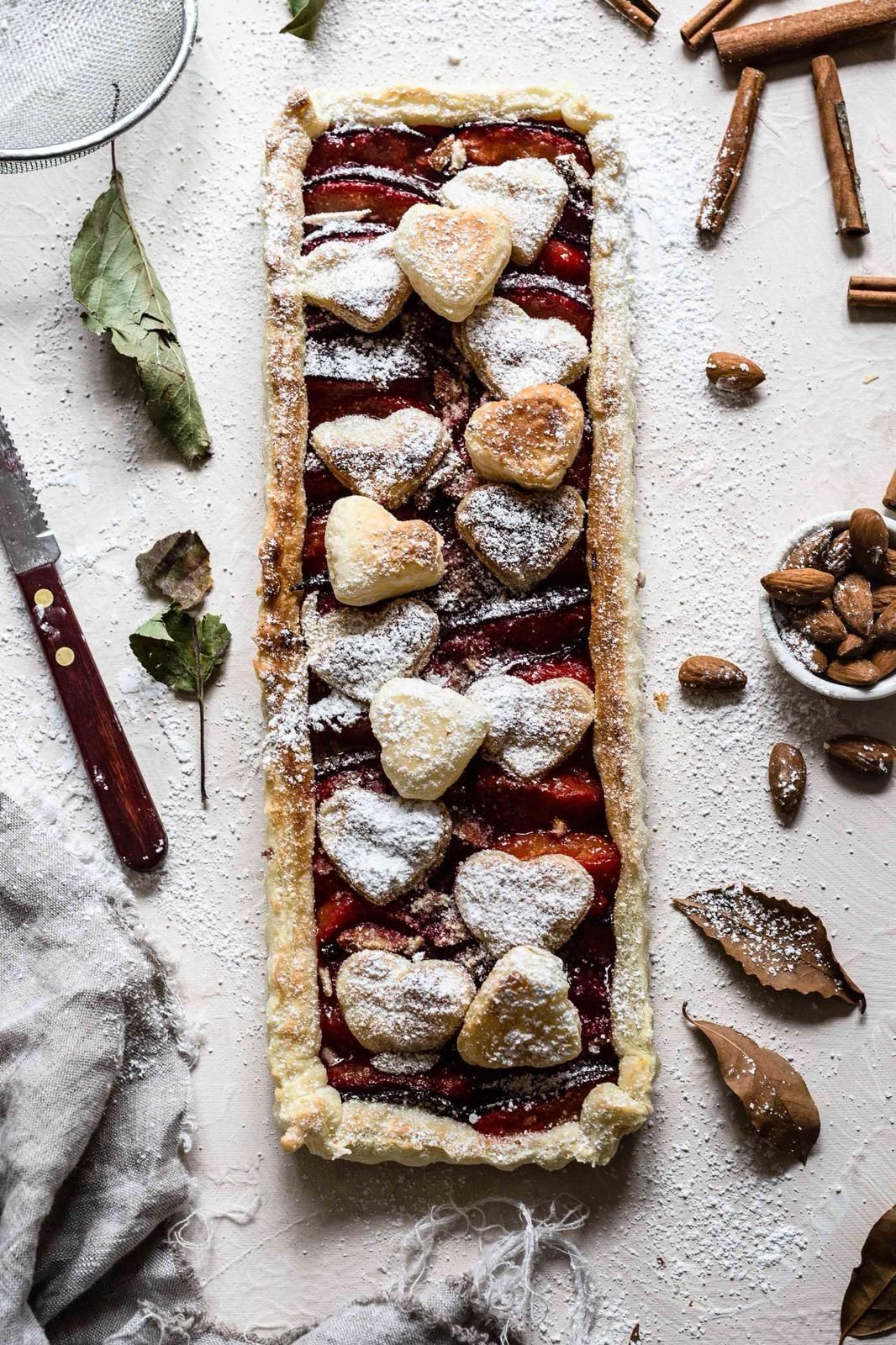 Weihnachtsgebäck 2019.Winter Cake With Plums Almonds And Cinammon Topped With Poudersugar