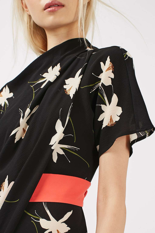 Hochgeschlossenes, drapiertes Kleid mit Orchideen-Print - Kleider ...