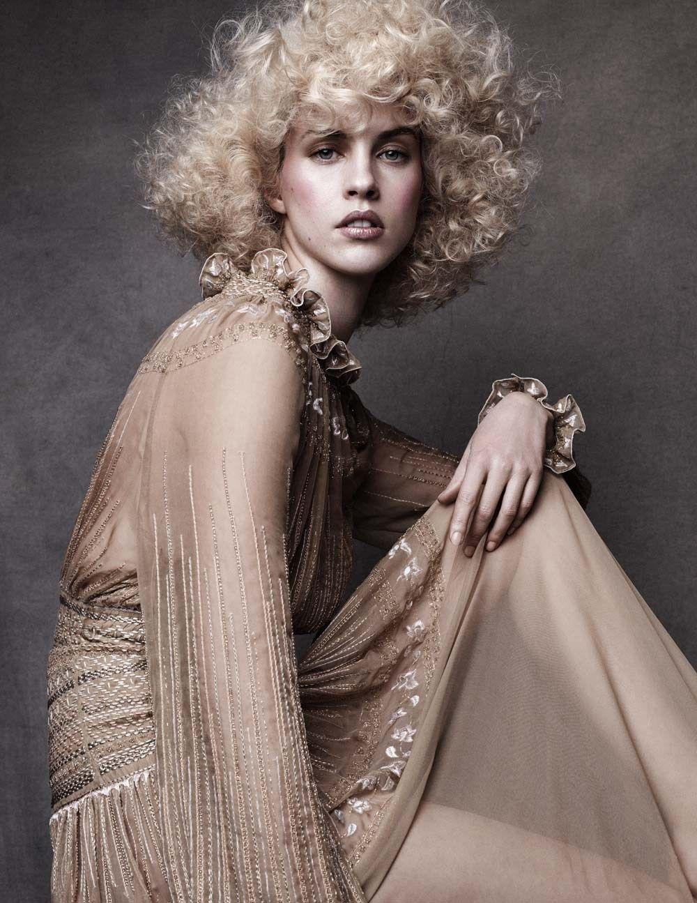 ogue Spain April 2015 Model: Julia Frauche Photographer: Alvaro Beamud Cortes Fashion Editor: Marina Gallo Hair: Franco Argento