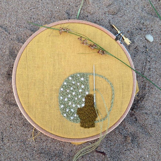 Happy International embroidery day!  I continue to embroider trees , this time on design @ironnahappa / С международным днём вышивки!  Я продолжаю вышивать деревья, на этот раз по дизайну @ironnahappa #internationalembroideryday, #embroidery, #ironnahappa