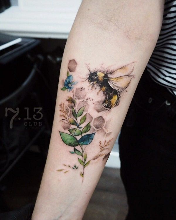 bee tattoo on sleeve bee mine pinterest tattoo ideen biene tattoo und bienen. Black Bedroom Furniture Sets. Home Design Ideas