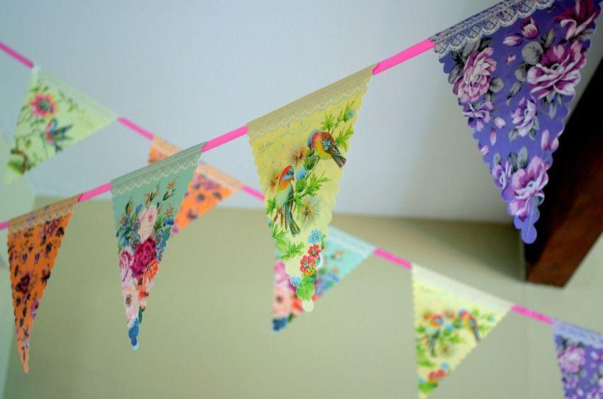 Bunte Wimpel aus Papier. #DIY für den den Frühling!