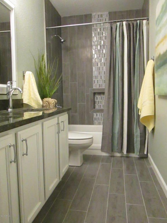 Contemporary Full Bathroom With Square Raised Panel