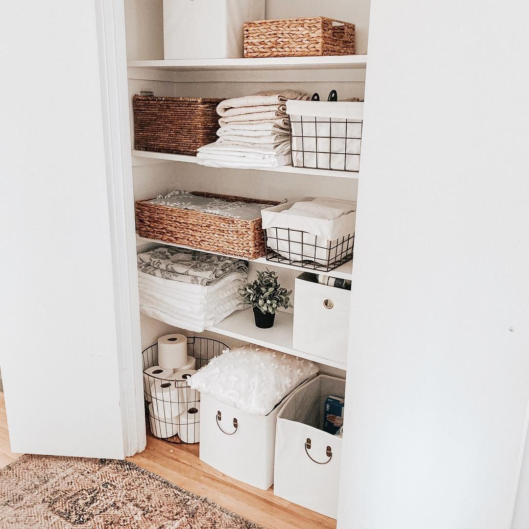 𝐿𝓊𝒸𝓎 𝒯𝒽𝑒 𝒫𝓇𝑒𝓉𝓉𝓎 𝒩𝑒𝓈𝓉 On Instagram Organizing This Little Linen Closet Inspir Linen Closet Organization Linen Closet Closet Organization