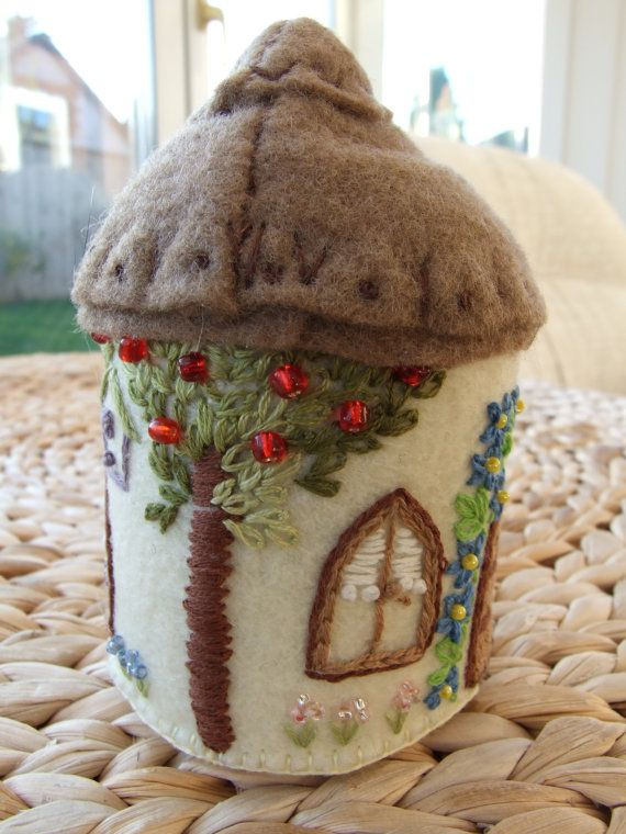 Pretty English Country Cottage Felt Pin by sweetheartsandroses