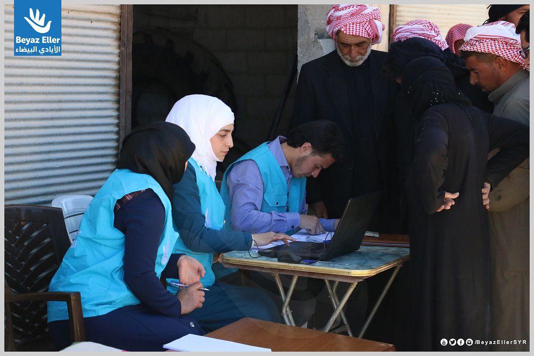 ضمن الاستجابة العاجلة لنازحي ريف حماة الشرقي وريف حلب الجنوبي وريف إدلب الشرقي يستمر فريق الأيادي البيضاء اليوم بتوزيع سلة غذائ Instagram Bucket Hat Fashion