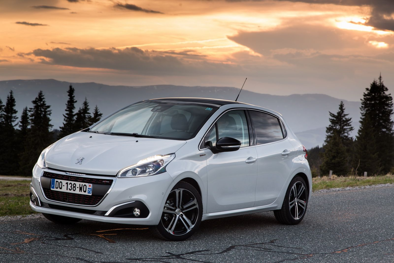 Facelifted Peugeot 208 Reaches Uk Shores Priced From 11 695 Carscoops Peugeot Car Bmw Series