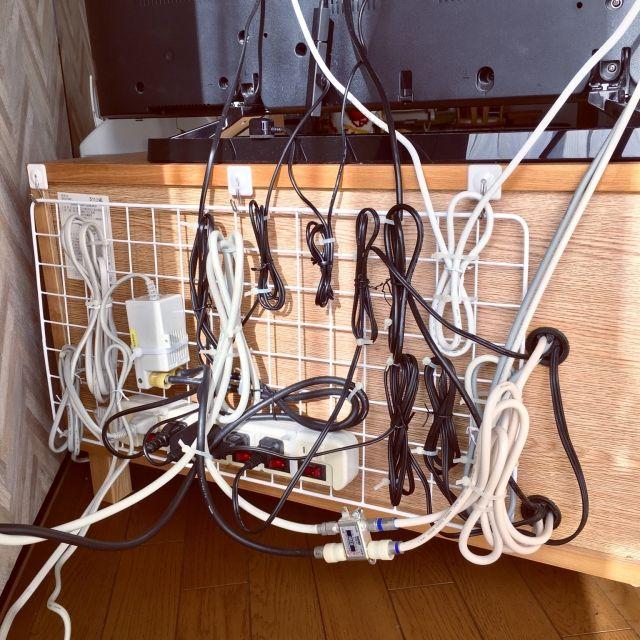 100均のワイヤーネットが優秀すぎる ユーザーの実例10選 配線隠し