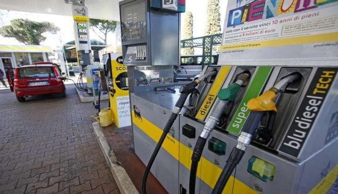 Carburanti, da sabato 1° marzo aumentano le accise: è il 'Decreto del fare' bellezza!