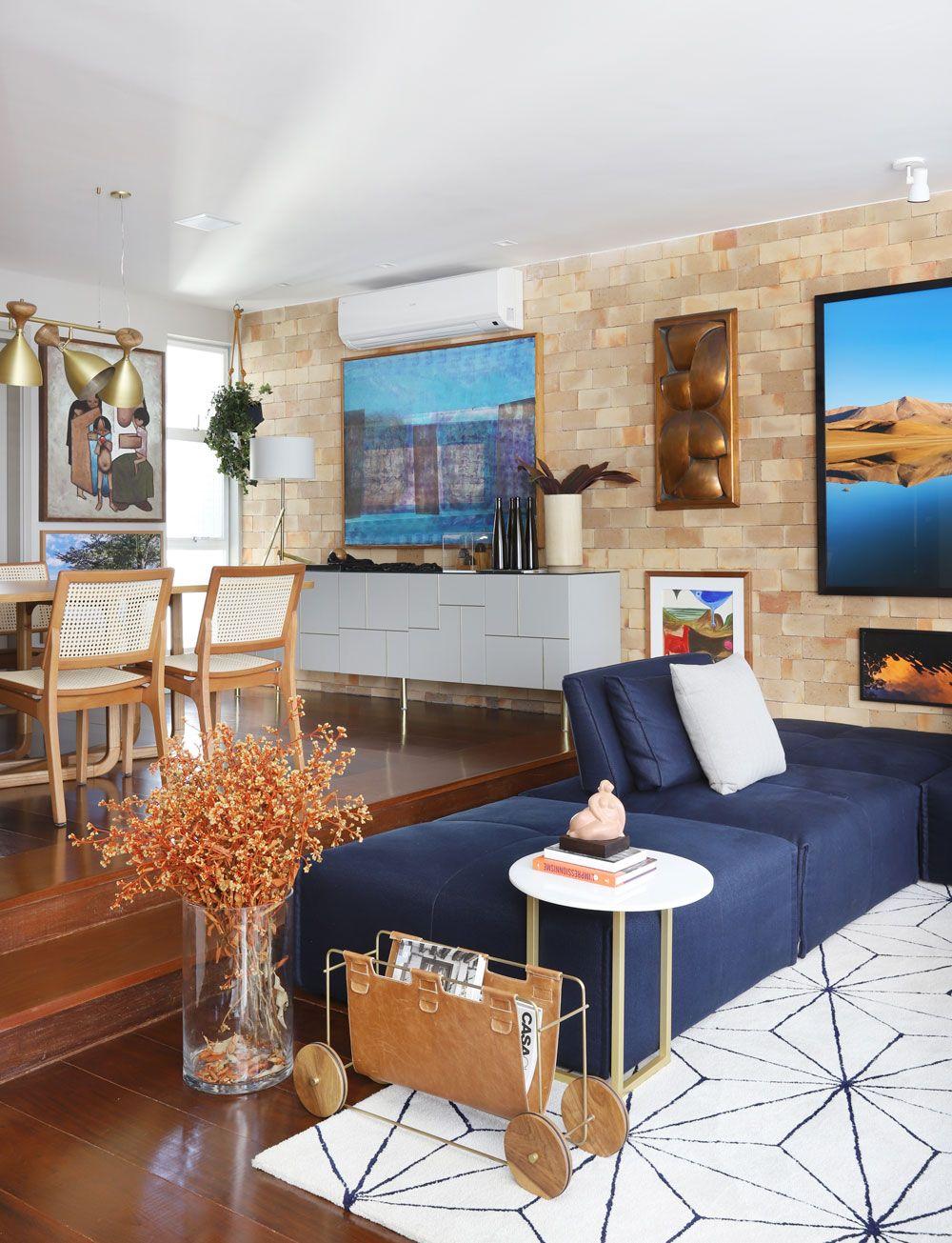 Open House   Decoração sala azul, Sala com sofá azul e ...