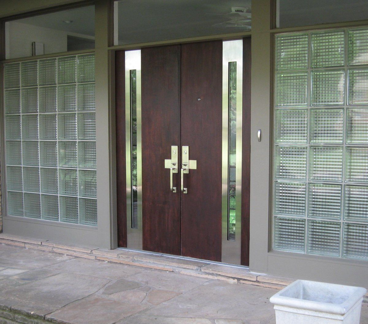 Double door of wood front door with glass and stainless for Double door designs for home