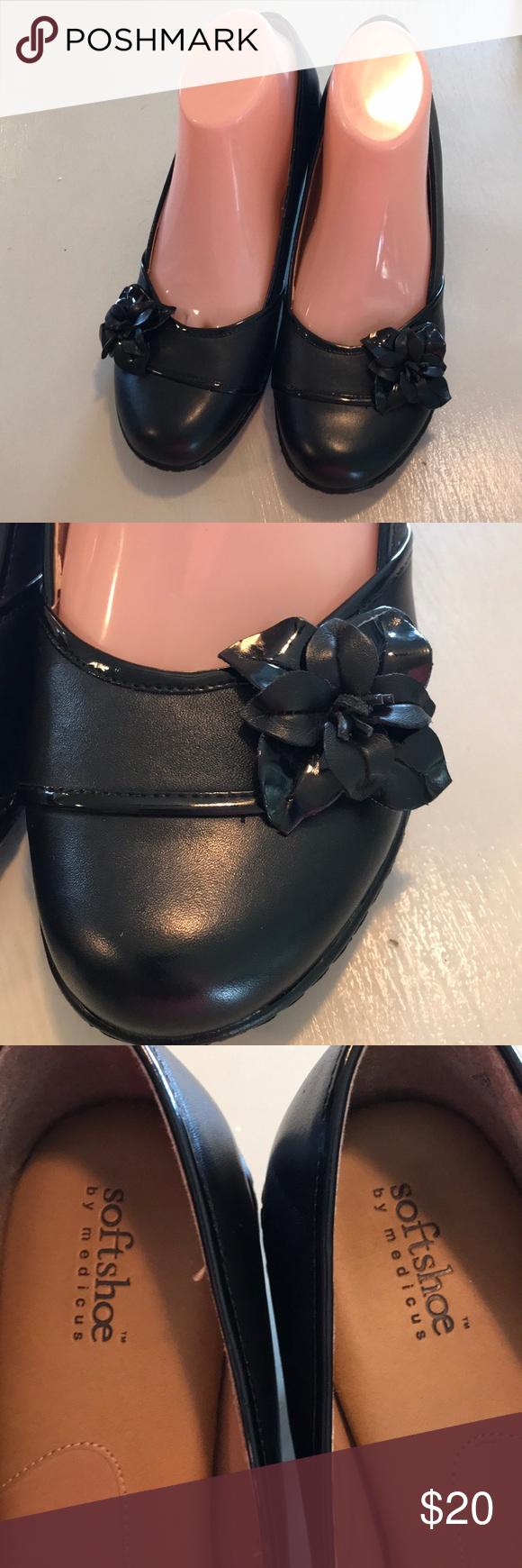 Size 9 black Softshoe leather heeled pumps Excellent