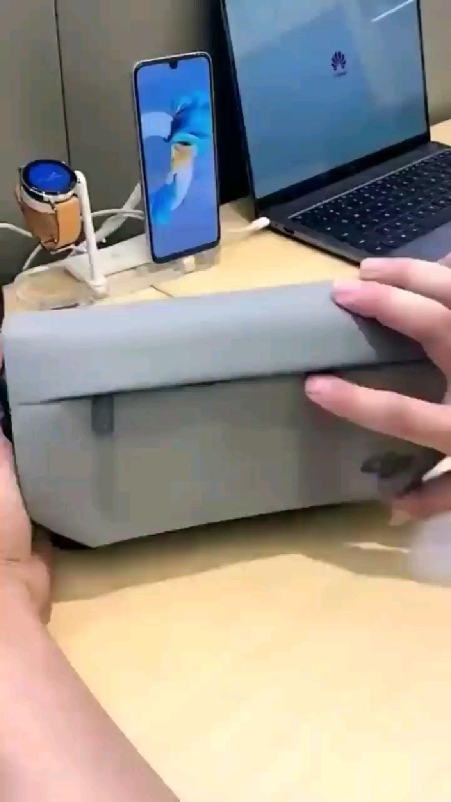 Unique Mobile tripod with auto tracking