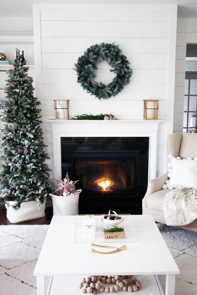 Side d cor christmas living rooms christmas home decor - Modern christmas mantel ideas ...