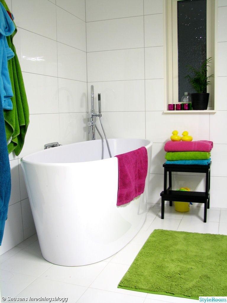 badrum,badkar,vitt,färgglatt,handdukar | Bathrooms | Pinterest ...