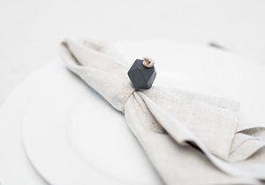 DIY – Serviettringer av lærsnor og perler